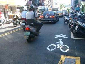 Straße ohne Radweg in Taipei