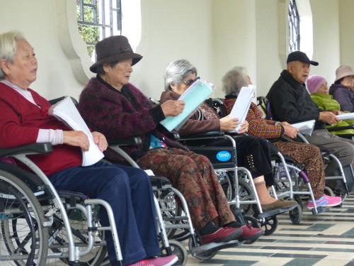 Senioren in Taiwan im Rollstuhl