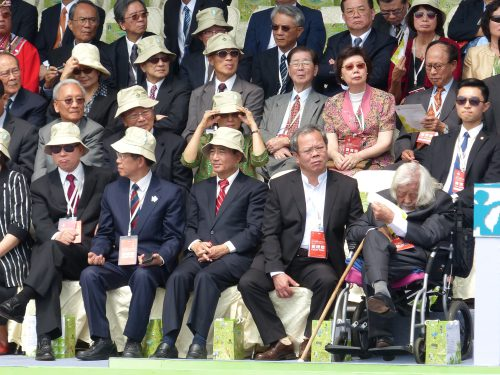 Su Beng neben Wang Jin-Pyng auf der Ehrentribüne