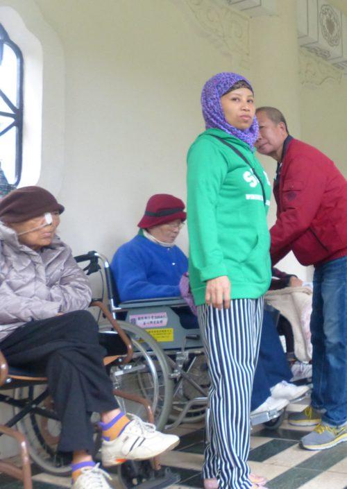 Indonesische Altenpflegerin