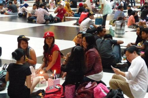 Indonesische Arbeiter Hauptbahnhof Taipeh