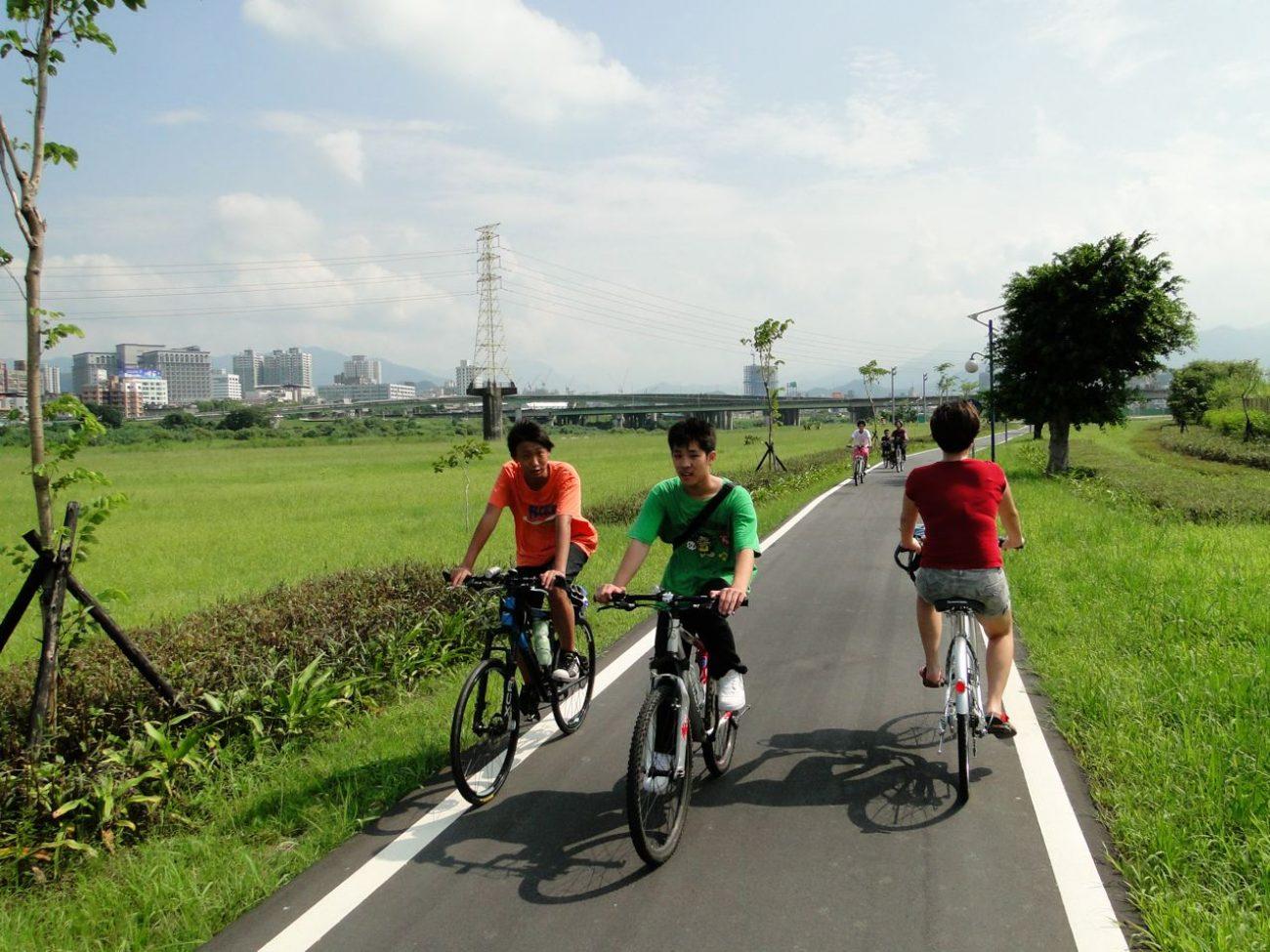 Fahrradweg Flussufer Park